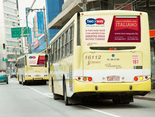 twoway_italiano_busdoor